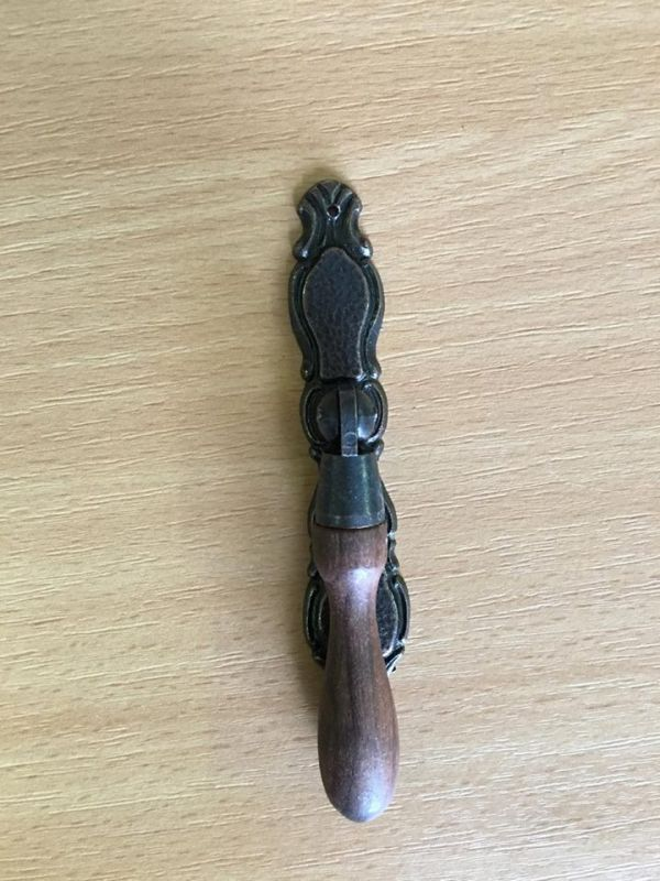 Barna fa markolatú fogantyú M111