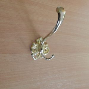 Horváth bútorveret nagy arany kétágú kalaptartós fogas M 168