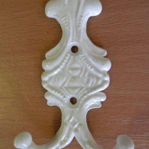 Közepes fehér kétágú fogas M184