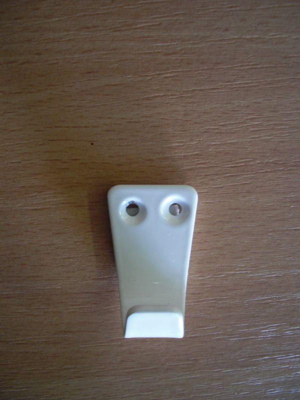 Kicsi fehér egyágú fogas M324/fh