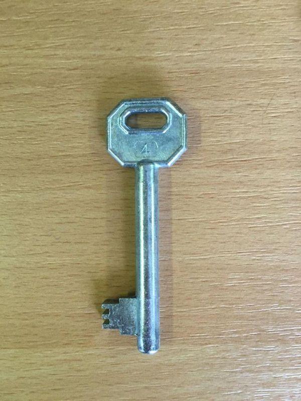 M 340 dose nyers balos 4-es kulcs
