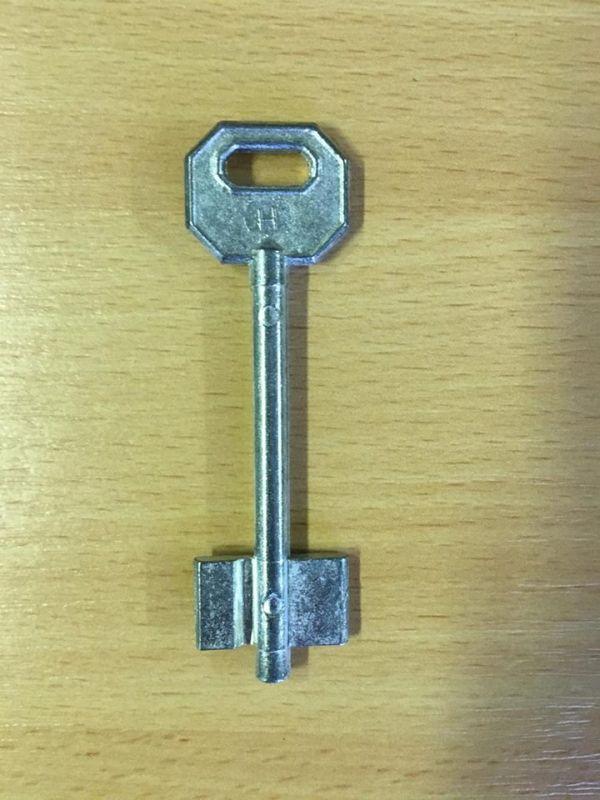 M 347 Kéttollú kulcs nyers