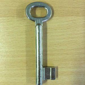 M 356 Nagy kapu kulcs nikkelezett balos