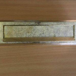 M 239 arany levélbedobó
