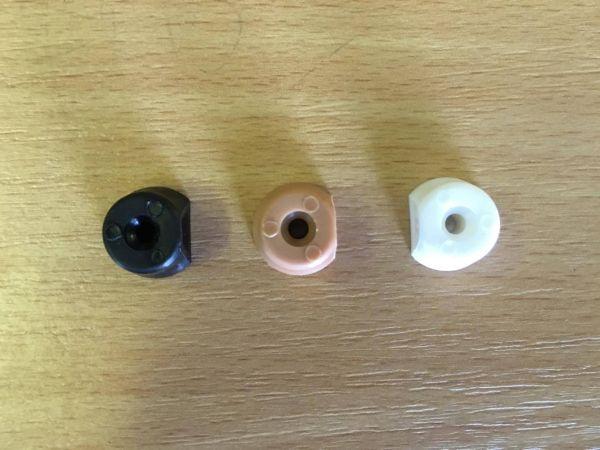 polctarto-gomb-muanyag-fekete-vilagos-barnafehersotet-barna